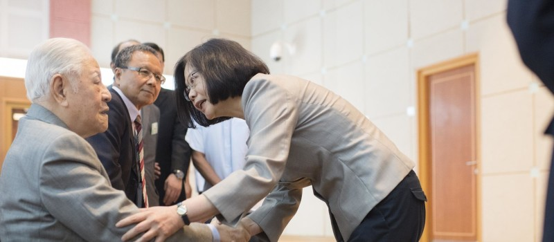 Former president Lee Teng-Hui (left), with Tsai Ing-Wen, the current President of Taiwan. Lee was a notable supporter of Taiwainisation. Source: Wikimedia Commons, The Office of the President of Taiwan.